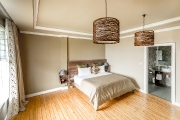 Twin/double bed room at the VIP Cottage